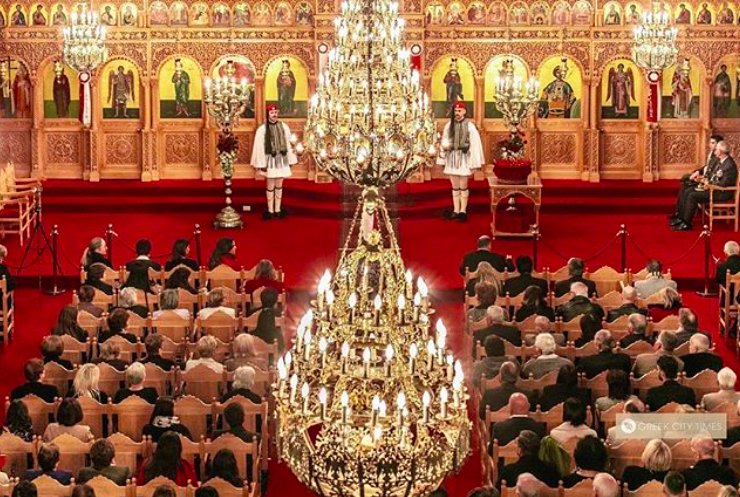 Members of the Greek Presidential Guard take part in Easter Saturday Midnight Mass(VIDEO) 21