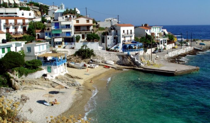 Ikaria and Mykonos under lockdown as coronavirus infected businessman visits from UK 2