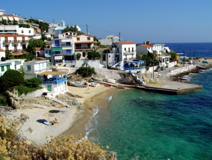 Ikaria and Mykonos under lockdown as coronavirus infected businessman visits from UK 3