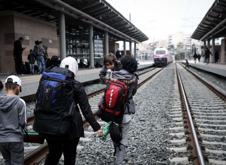 Protesting refugees occupying Greek train station removed 1