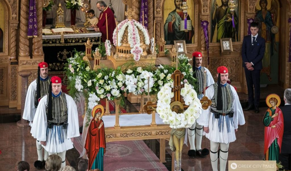 Greece's Presidential Guard stand guardnext to the Epitaph during the afternoon Vespers servicein Adelaide (VIDEO) 1