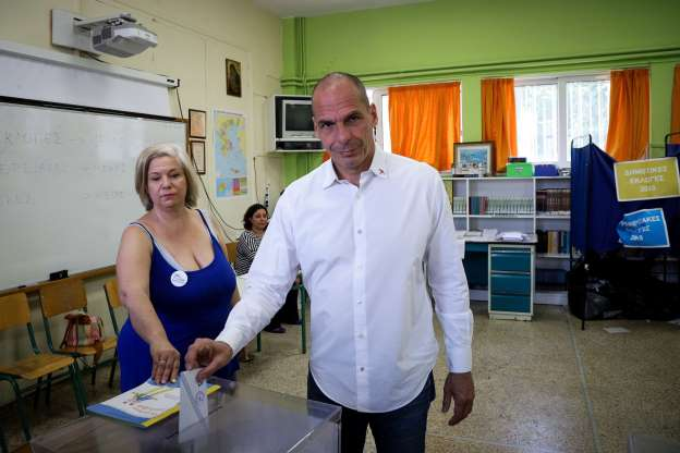 Varoufakis to run in national elections 8