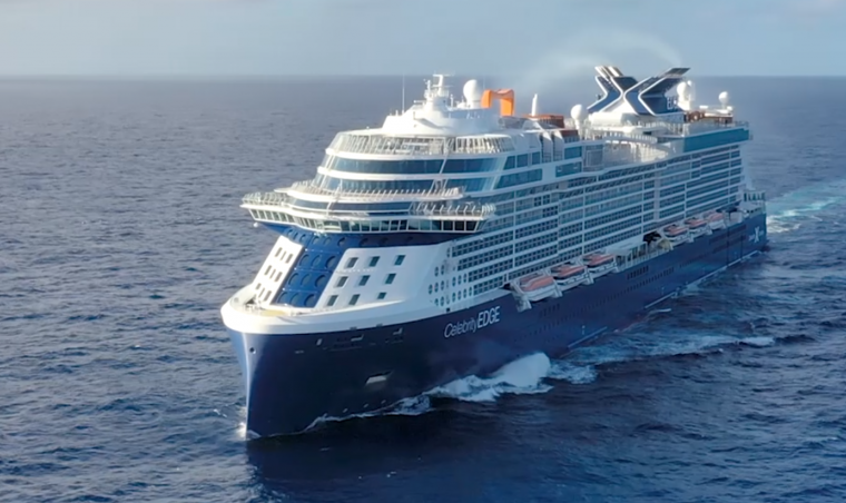 New luxury cruise ship sails its way to the Aegean 6