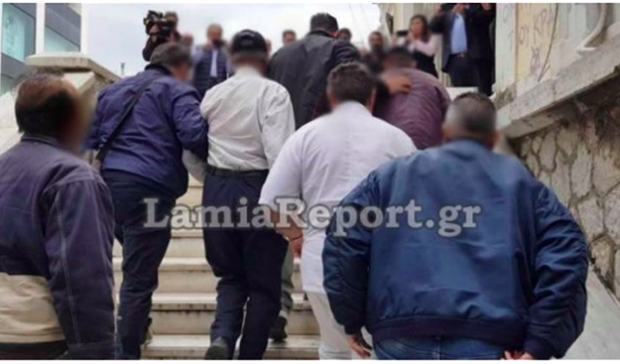 Father in Lamia arrested for chaining up his disabled daughter and abusing her 2
