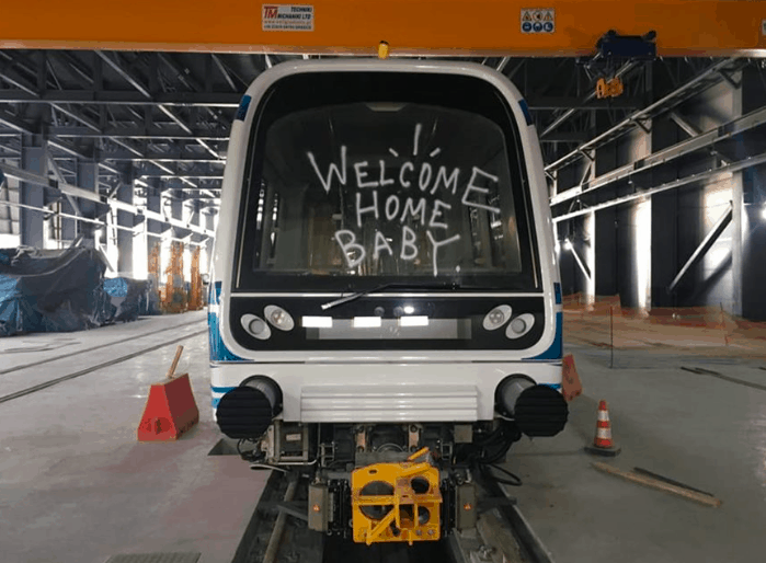 Vandals spray paint graffiti over brand new metro train in Thessaloniki 5