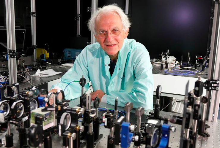 Acropolis Museum hosts Physics Nobel Prize winner 1