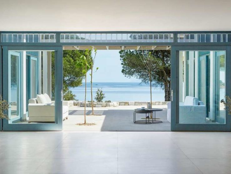 Stylish resort on Skiathos blends in beautifully with surrounding nature 10