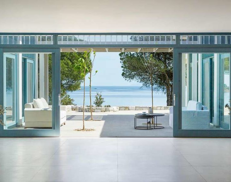 Stylish resort on Skiathos blends in beautifully with surrounding nature 18