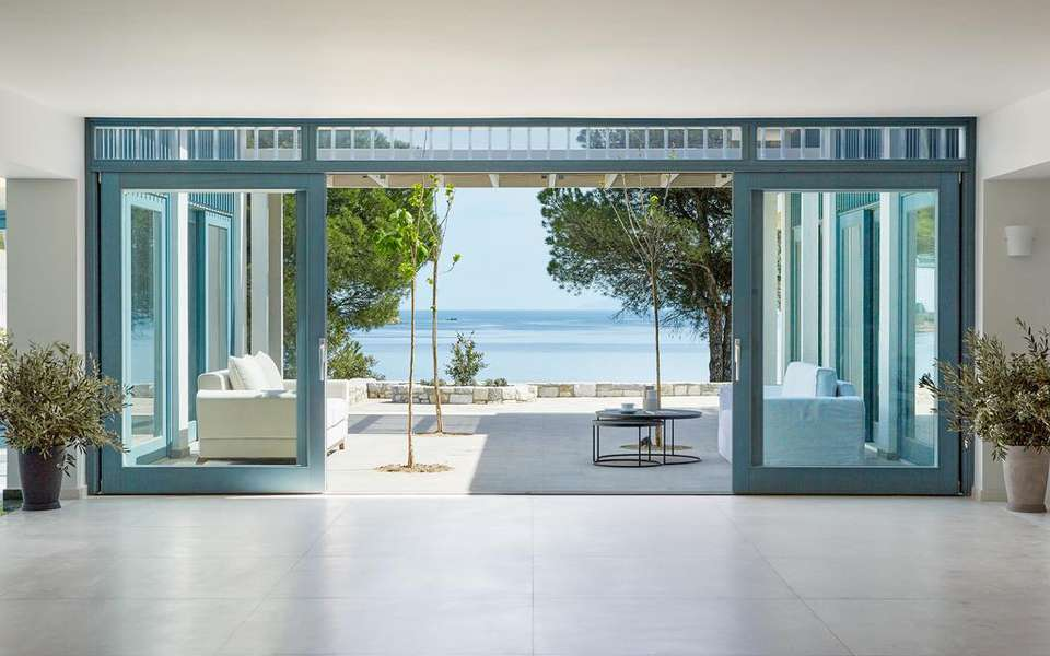 Stylish resort on Skiathos blends in beautifully with surrounding nature 14