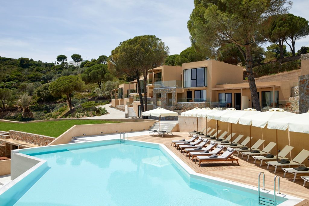 Stylish resort on Skiathos blends in beautifully with surrounding nature 11