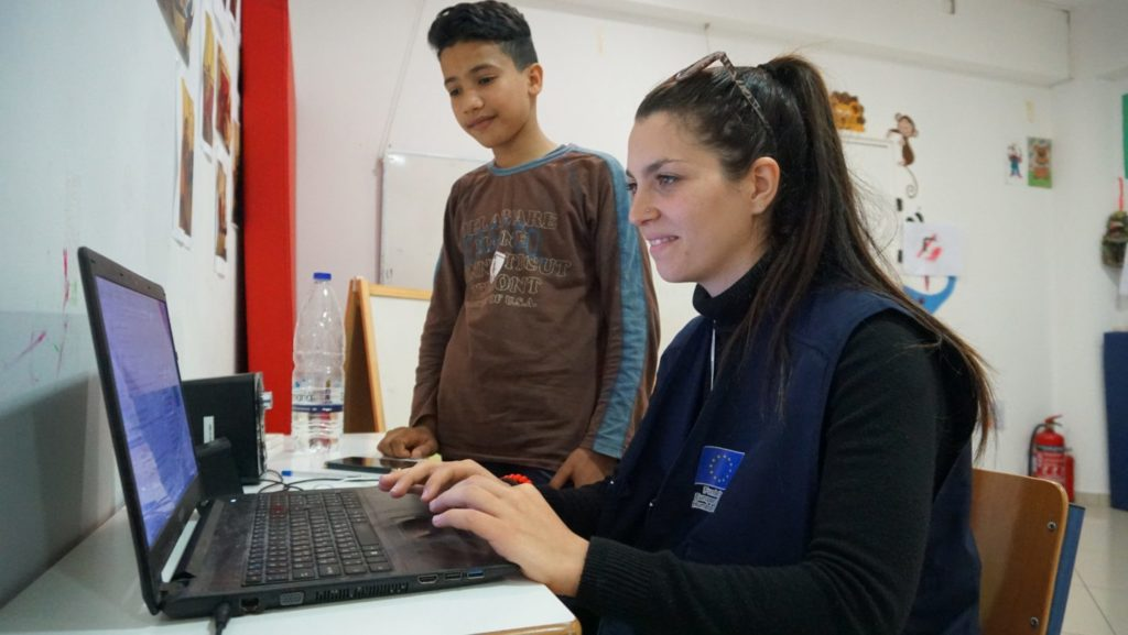 Young refugee student in Leros teaches Greek language to kids worldwide 5