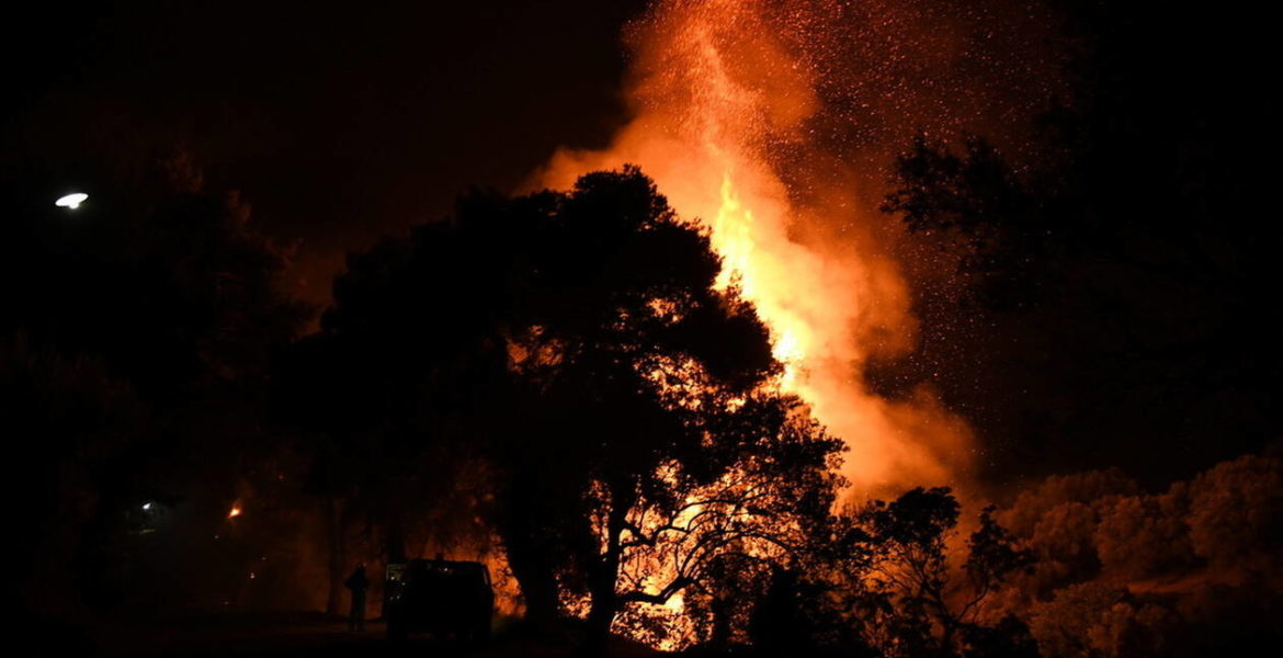Large fires break out in Corinth and Evia 1