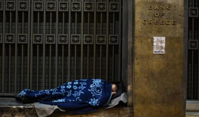 Threat of poverty for Greeks drops a few percentage points 2