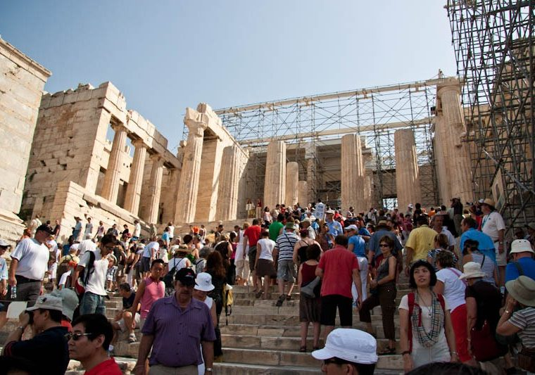 Tourism boosted Greece's economy by 125 billion euros since financial crisis 15