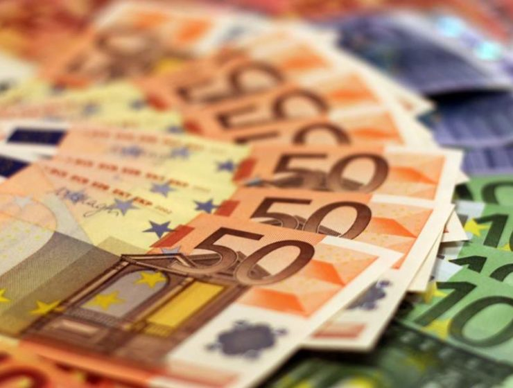 Greek budget records primary surplus of 918 million euros 1