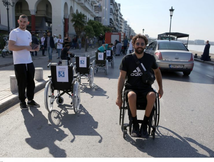 Greek Paralympian sets up protest in heart of Thessaloniki, sending strong message 1