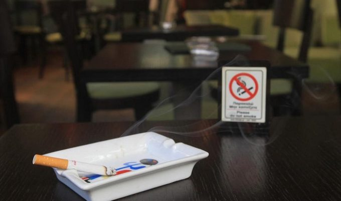 Greek MPs forced to abide by own anti-smoking law 3