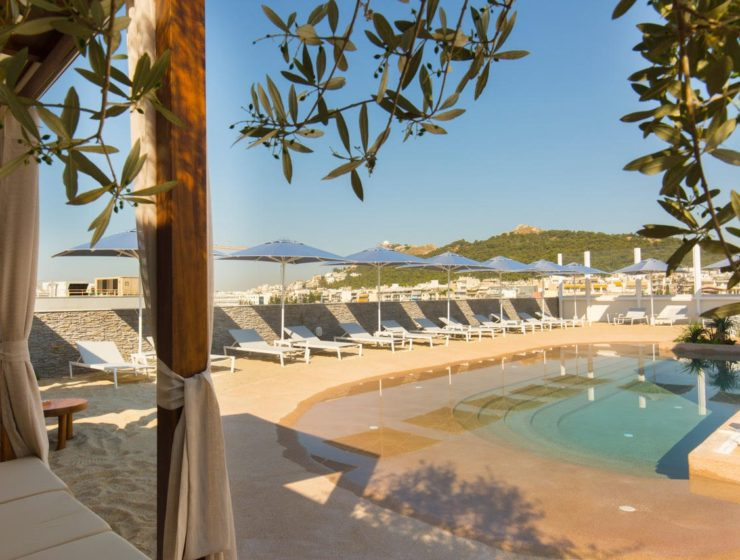Secret 'rooftop beach' opens in the heart of Athens 29