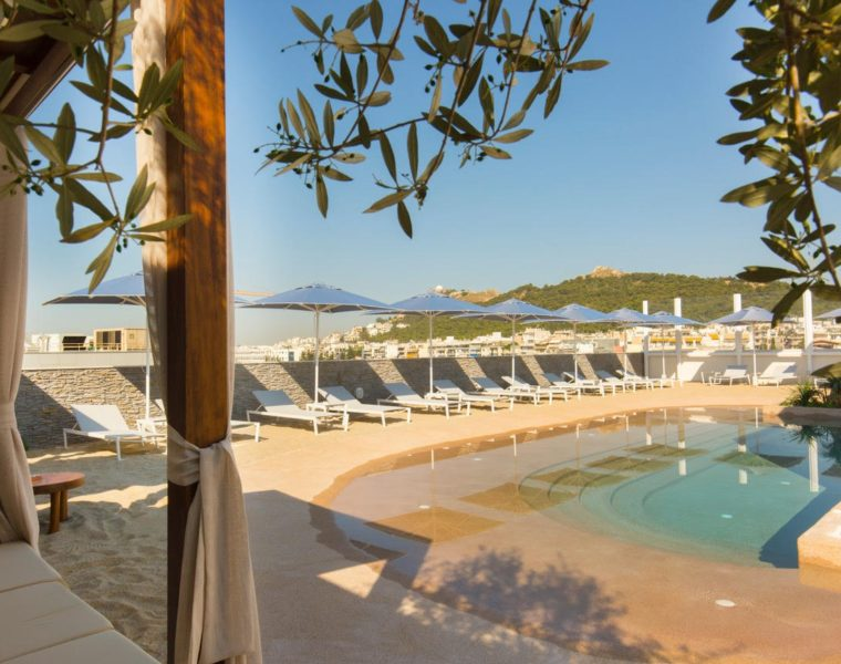 Secret 'rooftop beach' opens in the heart of Athens 1