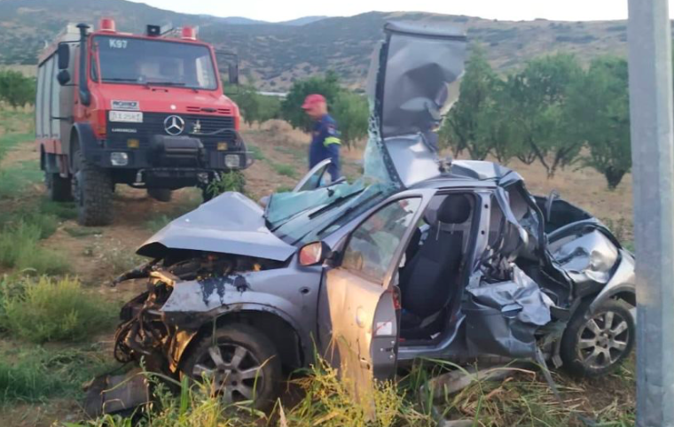 Two young people die after a horrific car accident in Larissa 16