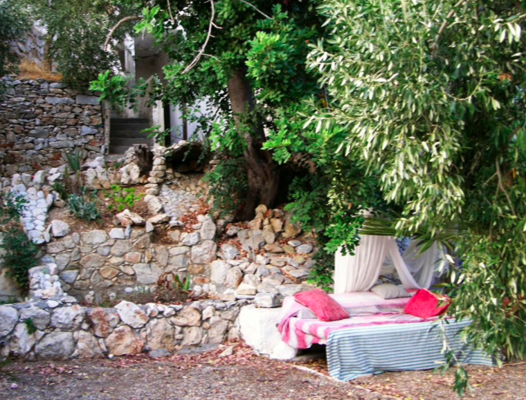 Roofless room in Crete, one of the most unique properties available on Airbnb 23