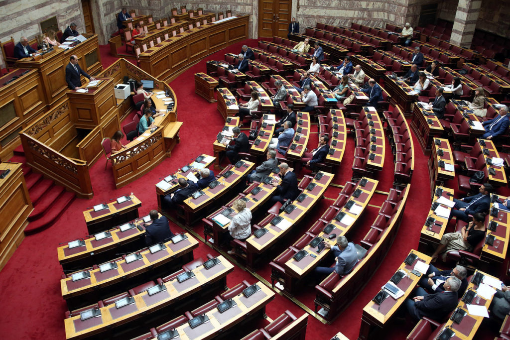 Lawmakers approve measures to ease taxes in Greece 2