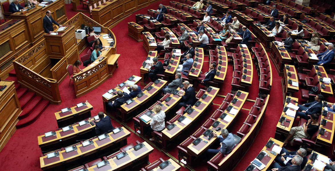 Lawmakers approve measures to ease taxes in Greece 1