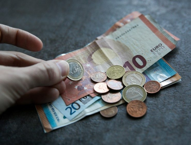 Average Greek daily wage at a mere 51.28 euros 1