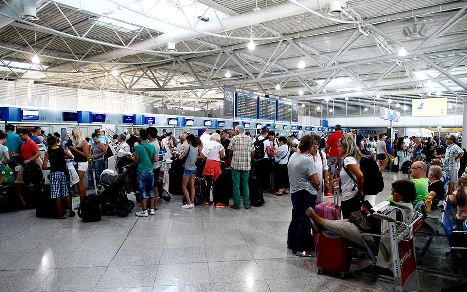 Greece's airports record a 4.9 percent increase in passenger traffic 2