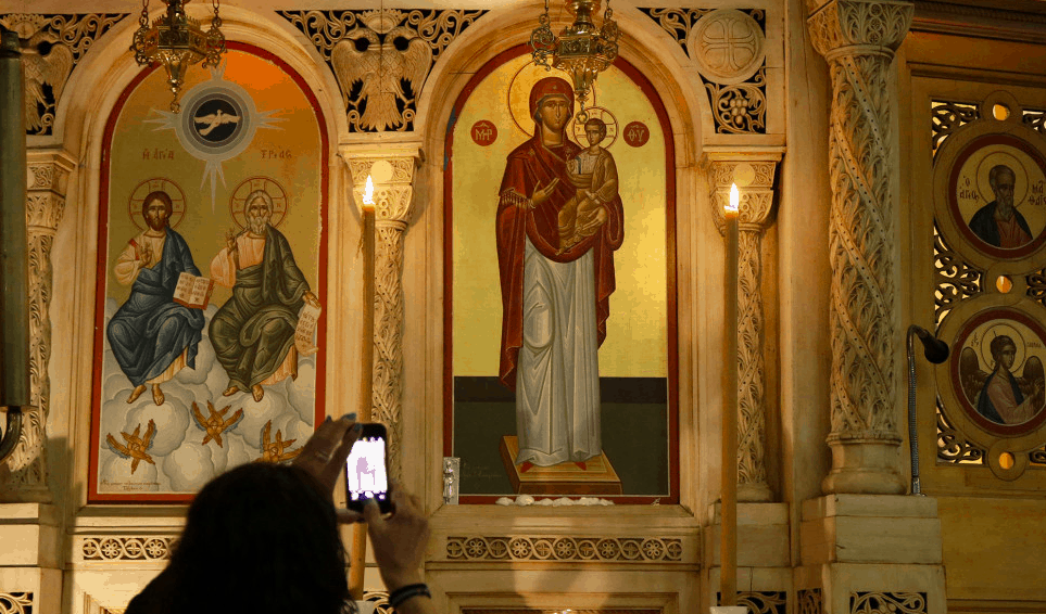 Parishioners witness weeping icon of Panagia in Chicago Church 4