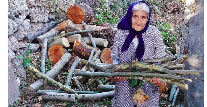 92-year-old Yiayia Emilia from the Peloponesse collects her own olives and wood 6