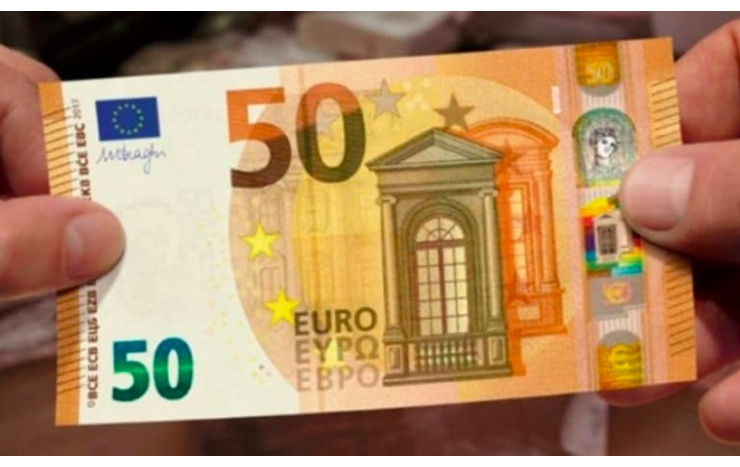 Italian tourist in Crete, busted trying to shop with 12,000 fake euros 13