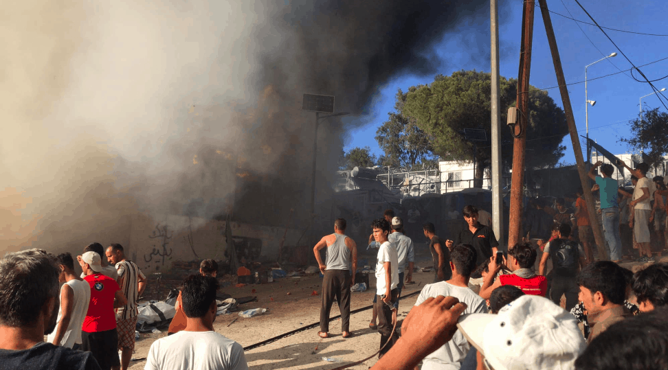 Protesting migrants set deadly fire to Moria camp in Lesvos (PICS) 9