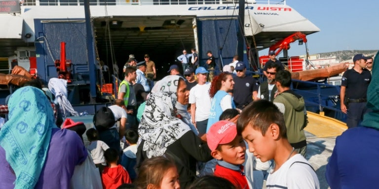 'Huge waves' of migrants continue arriving in Greece, causing chaos across the Aegean 2