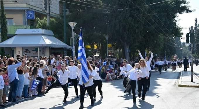 Group of girls parade inappropriately during 'OXI Day' march in Athens (VIDEO) 30