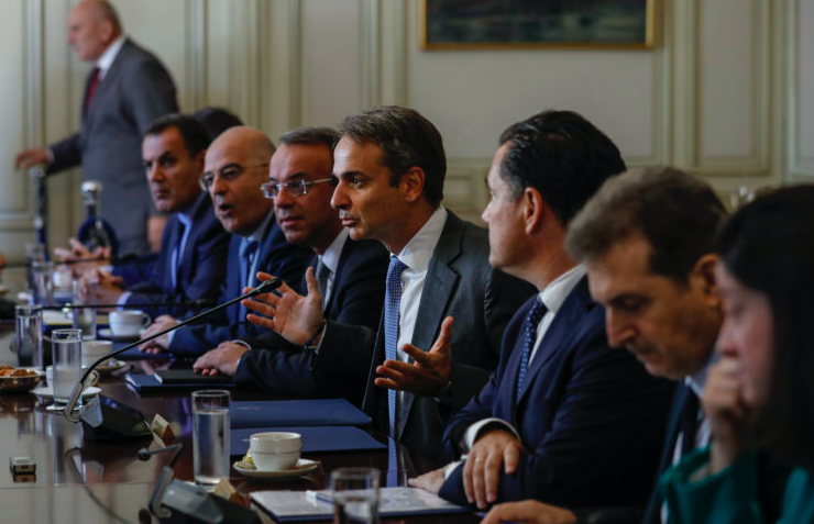 PM Mitsotakis holds meeting with ministers to discuss influx of migrants to Greece 1
