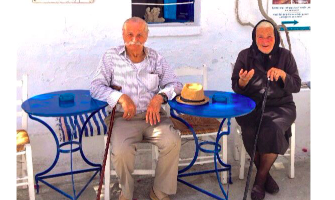 """High school students in Thessaloniki """"adopt"""" a Pappou and Yiayia from local nursing home 5"""