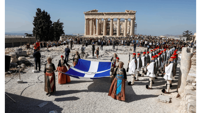 Evzones raise flag at the Acropolis to mark Athens' 75 years of liberation (PICS) 9