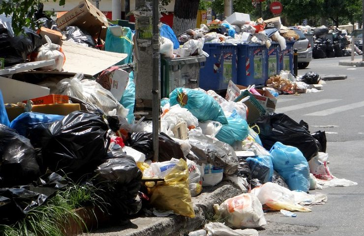 Garbage piles up on the streets of Athens amid strikes 11
