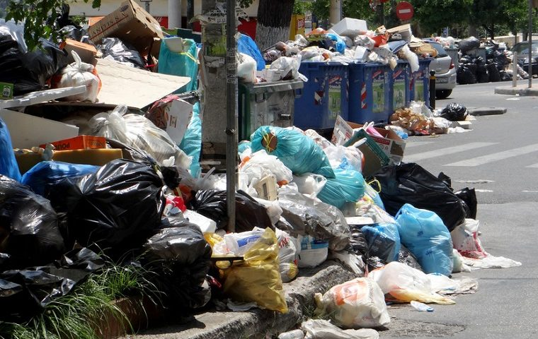 Garbage piles up on the streets of Athens amid strikes 9