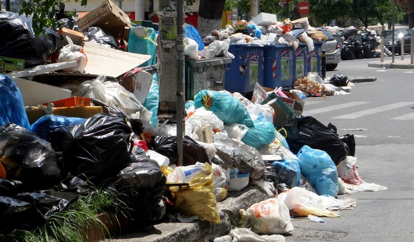 Garbage piles up on the streets of Athens amid strikes 2