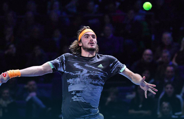 Tsitsipas finally beats Medvedev, at ATP Finals 10