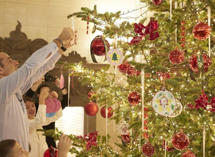 Orphaned kids help Greek PM decorate Christmas Tree at Maximos Mansion 1