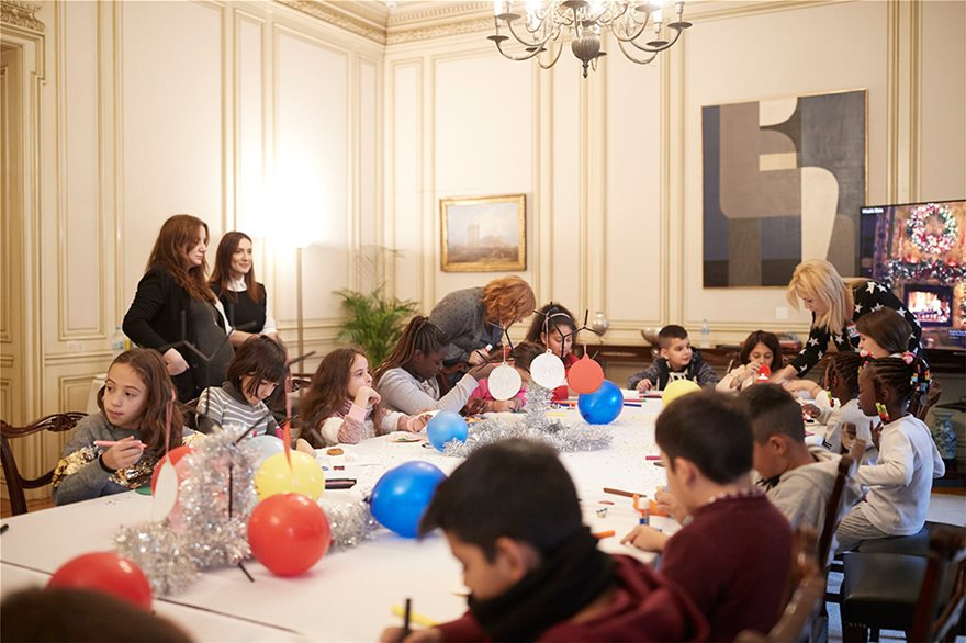 Orphaned kids help Greek PM decorate Christmas Tree at Maximos Mansion 5