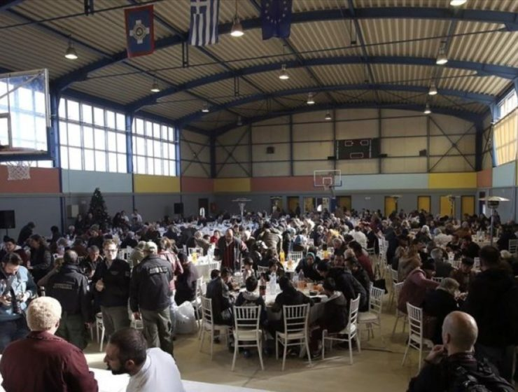 City of Athens hosts Christmas lunch for the homeless 1