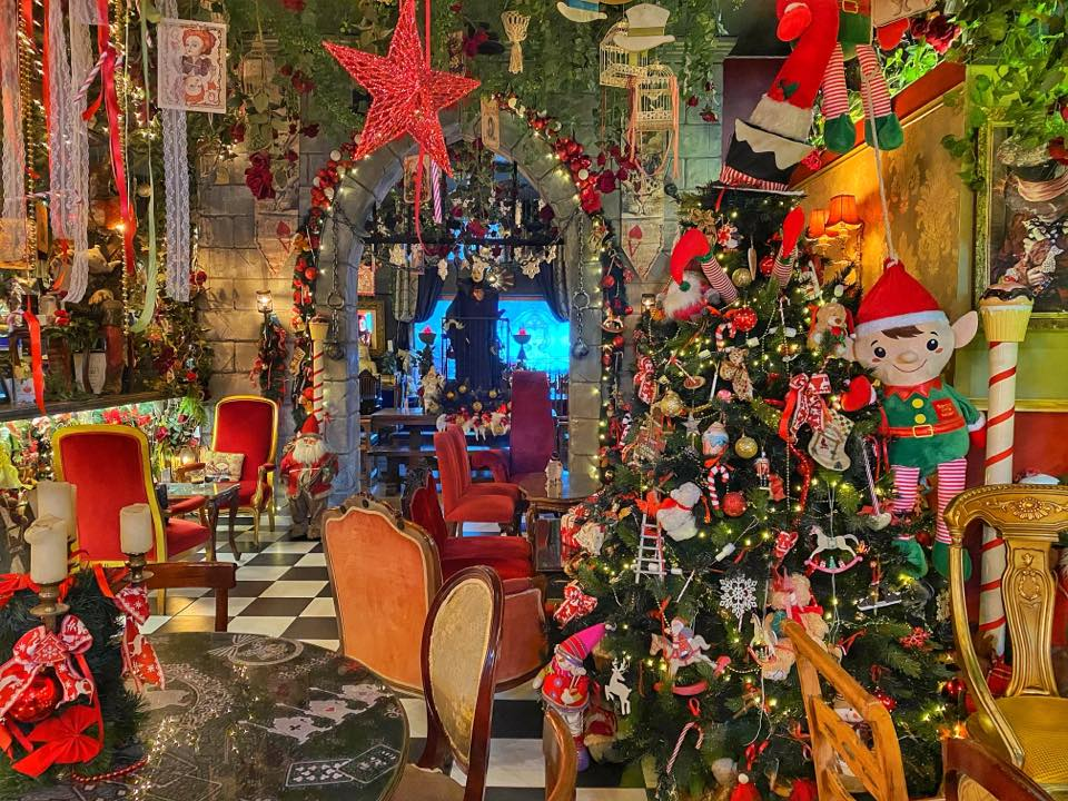 Athens Cafes and Bars that go ALL-OUT for Christmas 9