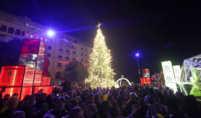 Thessaloniki's official Christmas Tree lights up Aristotelous Square 5