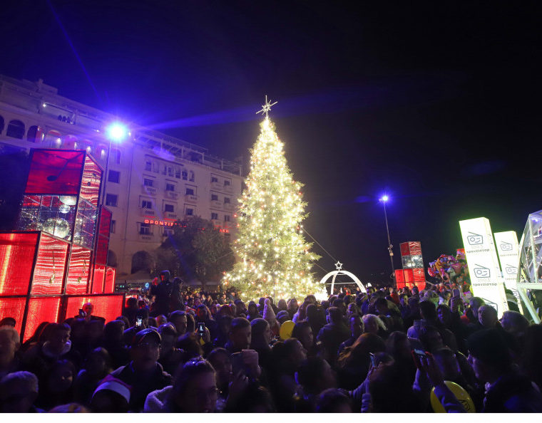 Thessaloniki's official Christmas Tree lights up Aristotelous Square 1