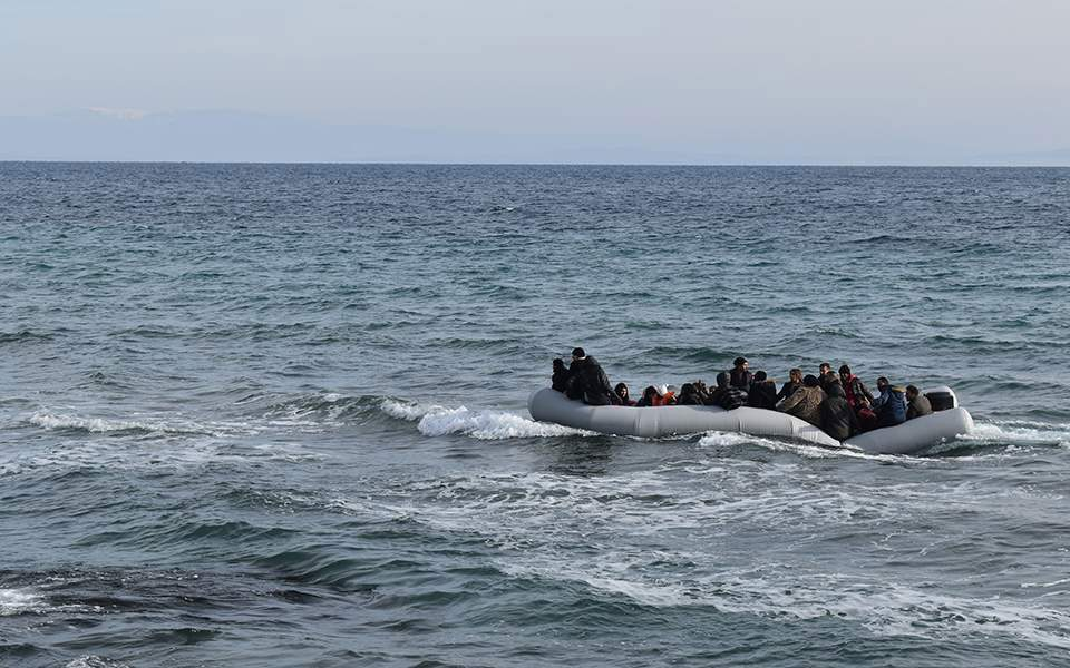 Syrian migrant 'killed' as thousands attempt to cross from Turkey into Greece