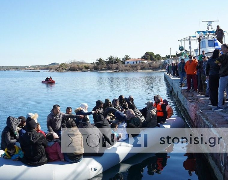Locals in Lesvos don't allow boat of migrants to disembark 10